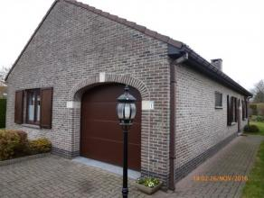 Zeer verzorgde woonst, type bungalow, op een terrein van 752m². Rustige omgeving. De woonst zelf bestaat uit de volgende ruimten : Hall, nachthal