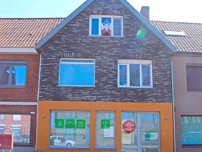 Te koop Deze woning is gelegen op een uitstekende ligging te Beernem. Een vlotte bereikbaarheid is gegarandeerd met dat deze op slechts 450m van het t