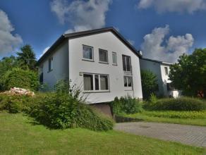 A proximité de la British School et du parc de Tervuren, belle villa 4 façades située dans une avenue calme et résidentiel