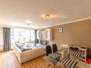 Appartement op de eerste verdieping met inkom, apart toilet, ruime lichtrijke living, op te frissen keuken, badkamer met ligbad en 2 slaapkamers. Moge