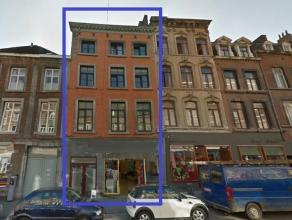 Quartier très commerçant de Namur Centre Bel et grand immeuble de rapport (enregistré) entièrement remis en état (f
