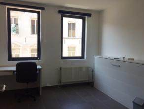 Studio te huur in het hartje van Leuven, meer specifiek in de Tiensestraat. De goede ligging is niet enkel een troef maar ook de studio zelf is top. D