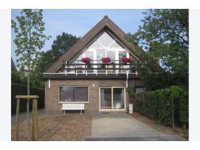 In het centrum van Lovendegem ligt in een residentiële straat deze charmante villa! Je kan zowel binnen als buiten genieten van een zalige rust!