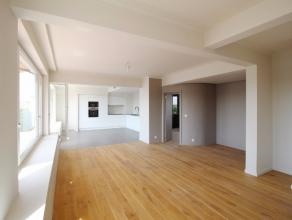 Love at first sight for this NEW 3-bedrooms PENTHOUSE of 127m2 filled with natural light from an entirely glass-walled sitting room offering panoramic