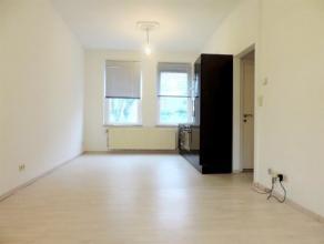 Excellente situation dans la plus jolie avenue arborée de Koekelberg, au 1er étage d'un petit immeuble. Agréable Flat compl&egrav