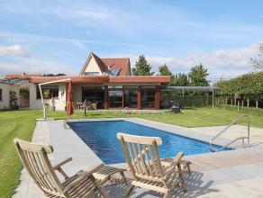 Villa met verwarmd openluchtzwembad op een zuidelijk georinteerd perceel van 27 are met mooi vergezicht (mogelijkheid tot bij-pachten aanpalend weilan