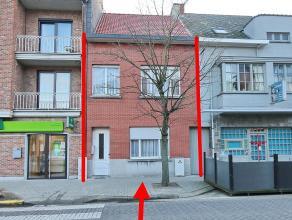 In het centrum gelegen woning op 1 are 08 ca met koer van 25m in gesloten bebouwing - zijkant woning is bereikbaar via gemeenschappelijke doorgang. Om