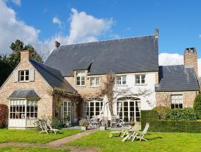 Villa in pastorale stijl met mooie aangelegde tuin op 28 are gelegen langsheen verbindingsweg met zeer goede verkeersverbindingen - vlakbij ringweg N1