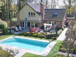 Villa in perfecte staat van 277m met verwarmd overloopzwembad en prachtige aangelegde tuin met diverse terrassen en bijgebouw op 17 are 30 ca. Tuin is