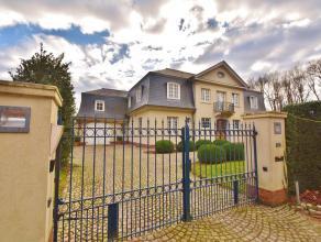 Exclusieve Franse villa op een boogscheut van Brugge vlakbij winkels, openbaar vervoer, scholen, E40 enz. De villa is zeer hoogstaand afgewerkt met lu