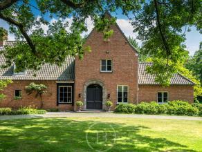 Op het vroegere kasteeldomein van Beernem werd in 1973 dit landhuis heropgebouwd met authentieke bouwmaterialen van het vroegere kasteel. Gekaderd in