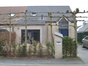 Gelegen in een zeer rustige verkaveling tussen Wippelgem en Ertvelde vindt u deze geweldige ééngezinswoning. Met een perfecte Z-W ori&eu