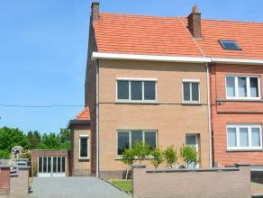 DRIEGEVELWONING met GARAGE en TUIN, op 3,03 are.  Ideaal gel. op 3 km van station Tienen en dichtbij openbaar vervoer, scholen, winkels en op- en afri