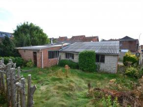 Groot terrein met mogelijkheden : momenteel smidse/atelier met annex garages. Eventueel kan van dit stevige gebouw een woning gemaakt worden met tuin