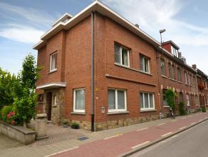 Immo3000 verkoopt een ruime woning net buiten de ring van Leuven. Half-open bebouwing van 1963 met tuin in rustige straat. Gelijkvloers: inkomhal met