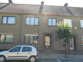 Te huur in het centrum van Diest, een rijwoning, instapklaar, met op de gelijkvloerse verdieping een inkomhal en apart toilet, woonkamer, keuken, vera
