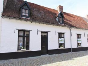 Ruime te renoveren rijwoning gelegen in het Begijnhof van Diest. Zadeldak met 2 dakkapellen. Recente aanbouw, achterbouw en tuin. Het Begijnhof van Di