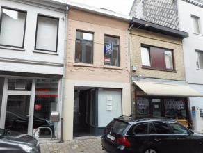 Te huur in volle centrum Diest, Koning Albertstraat 84 bus 1, een triplex-appartement met 2 slaapkamers, berging, woonkamer met open keuken die uitgee