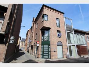 Leuke STUDIO te huur in het centrum van Diest. De studio is gelegen op de tweede verdieping aan de voorkant en omvat : leefruimte met open keuken en e