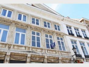 Ruim APPARTEMENT met 4 slaapkamers en terras te huur in het centrum van Diest, Sint Jan Berchmansstraat 5. Het appartement is gelegen boven een winkel