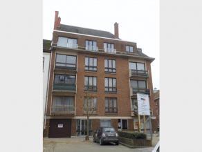 Appartement te huur in volle centrum Diest op de 2de verdieping met autostaanplaats en klein terras. Dit appartement heeft een woonkamer, ingerichte k