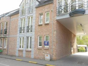 Te Huur in centrum Diest, St. Jansstraat 11 bus 1, een gelijkvloers appartement met autostaanplaats en tuin met terras. Via de inkomhal kom je in de w