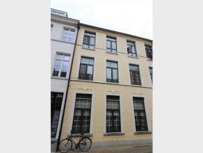 Te Huur in volle centrum Diest, Kardinaal Mercierstraat 12 bus 4, een duplex-appartement gelegen op de 2de en 3de verdieping. Dit gezellig appartement
