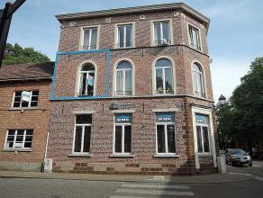 Knus en luchtig appartement met één slaapkamer. Appartement is gelegen in het centrum van Diest aan de Warande. Lift en gemeenschappelij