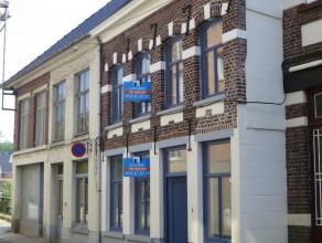 Totaal vernieuwde woning. In het centrum gelegen. Winkels, station, scholen en ontspanning (Nieuwe Demer, Halve Maan, recreatie...) vlakbij. Moderne a