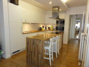 Trendy appartement met 1 slaapkamer en dressing, terras en garage in het centrum van Hulst (Tessenderlo) op 3min van E313!<br /> <br /> De troeven van