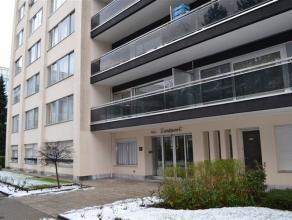 Mooi appartement op de 1e verdieping met lift, bestaande uit ruime living met parket,   ingerichte keuken, badkamer,  2 slaapkamers, apart toilet,   m