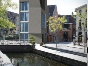 """NIEUWBOUW APPARTEMENT (+/- 65 m2) op de 2e verdieping met 1 slaapkamer + bureau en  terras.    Het project """"Onder Tussen"""" is gelegen op de hoek van de"""