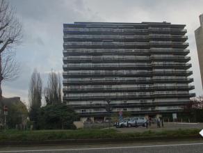 Groot hoekappartement met 2 slpks gelegen te Res. Beatrijs, nabij winkels, openbaar vervoer en stadscentrum. Zeer ruime living met groot terras, ing.
