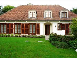 In Kumtich ligt deze prachtige villa met mooie, grote tuin waar u tot rust kan komen. Het pand omvat op het gelijkvloers: inkom, toilet, hal, berging,