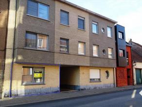 Kortbij het centrum van Tienen bevindt zich dit appartement, gelegen op het gelijkvloers. Het appartement omvat: een ruime woonkamer met halfopen keuk