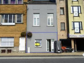 Tegenover het station van Tienen bevindt zich dit appartement. Het omvat: leefruimte met open keuken, 1 slaapkamer en ruim terras. Het raamwerk is van
