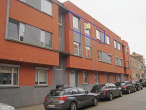 Recent luxe appartement met terras gelegen op het 2de verdiep, in het centrum op 100 m van station en op 400 m van de Grote Markt. Het appartement omv