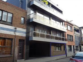 Goed gelegen, instapklaar gelijkvloersappartement met 3 slaapkamers en garage. Het appartement is makkelijk bereikbaar via E40, trein of bus gelegen i