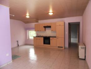 Knus en welgelegen APPARTEMENT, 2de verd. met leefruimte/ living met open ingerichte keuken, ingerichte badkamer, 1 slaapkamer, dubbele beglazing.<br