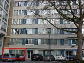 Gelijkvloerse kantoorruimte van ± 60m2, met parkeergelegenheid voor de deur.<br /> Indeling: ontvangstruimte met vestiaire, kantoorruimte, inge