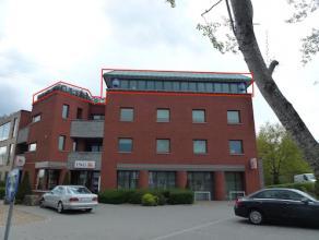 Ruime penthouse (±170m2), gelegen op wandelafstand van de winkels en restaurants in het dorp. Vlot bereikbaar, zowel richting Eindhoven als ric