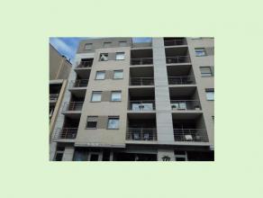 Appartement op de 4de verdieping in het centrum van Genk. Dit prachtige appartement beschikt over een ingerichte keuken en badkamer, living, 1 slaapka