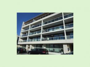 Dit mooie recent appartement op de 1ste verdieping heeft een ideale ligging op wandelafstand van het stadscentrum. Het bestaat uit een inkomhal, livin
