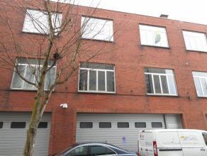 Dit appartement op de 2de verdieping ligt op wandelafstand van Hasselt centrum, net buiten de kleine ring. Het bestaat uit een living, keuken, badkame