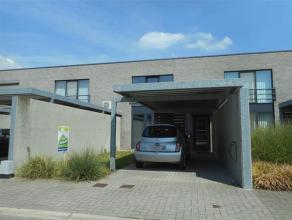 Deze gezellige gesloten bebouwing te Hasselt bestaat uit een living, keuken, berging, 3 slaapkamers, badkamer en een tuin met terras.