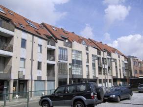 Vrij - te bezichtigen via kantoor.<br /> <br /> Appartement, 85 m², instapklaar, 1ste verdiep, met hal, living, keuken (keukenkasten, spoeltafel,