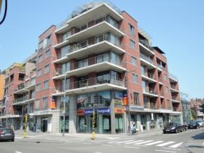Vrij - te bezichtigen via kantoor.<br /> <br /> Appartement, 86 m², 2de verdiep, met hal, living, keuken (keukenkasten, spoelbak, dampkap, kerami