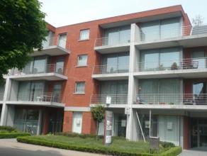 Vrij - te bezichtigen via kantoor <br /> <br /> Appartement, 77 m², 3de verdiep, met hal, living, keuken (keukenkasten, spoeltafel, dampkap, kera