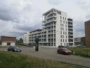 Vrij - te bezichtigen via kantoor.<br /> <br /> Appartement, 92 m², instapklaar, gelijkvloers, met hal, living, keuken (keukenkasten, spoelbak, k