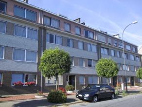 Vrij - te bezichtigen via kantoor.<br /> <br /> Appartement, 79 m², 2de verdiep, met hal, living, keuken (keukenkasten, spoeltafel, dampkap), bad